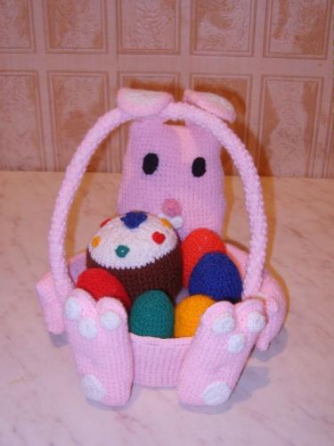 Карзинка с пасхой и пасхальными яйцами