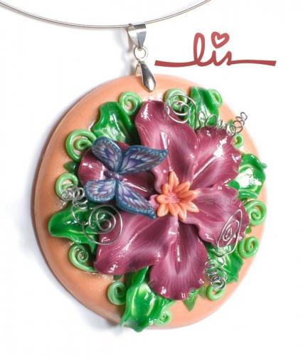 "Кулон ""Цветок с бабочкой"" из полимерной глины"