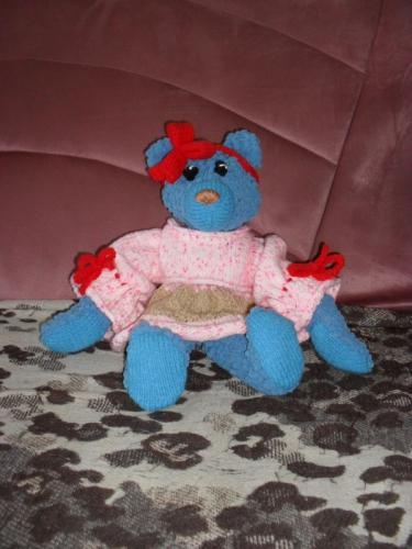 Вязаный синий мишка