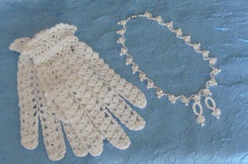 Ажурные вязаные перчатки крючком+колье и серьги