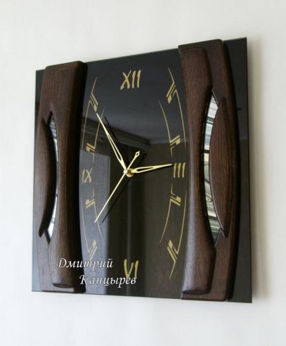 Часы настенные квадратные черные из стекла и дерева