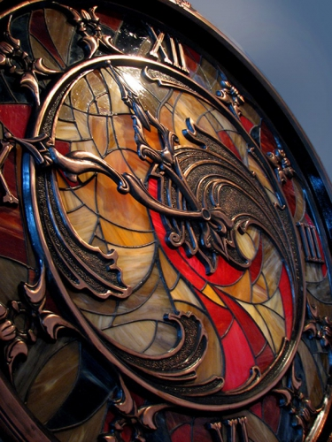 Часы на стену большие витражные с медным орнаментом