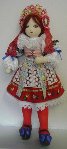 Кукла в чешском национальном костюме