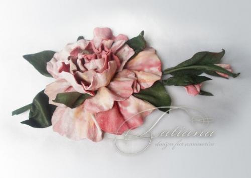 Цветок из кожи универсального применения