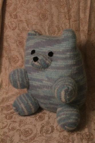 Подушка медведь вязанный ручной работы