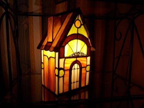 """дом-светильник из художественного стекла в технике """"тиффани"""""""