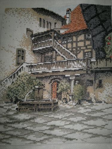 """Картина вышитая крестиком """"Внутренний дворик замка"""""""