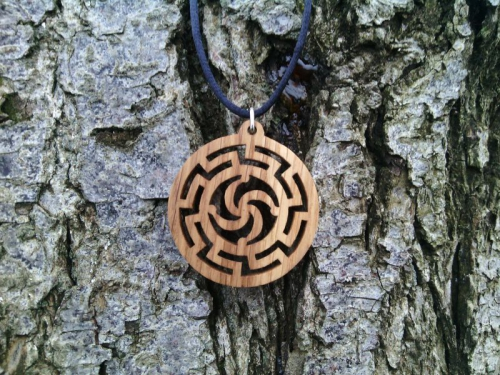 обереги из дерева, оберег Символ Рода в Солнце, славянский оберег