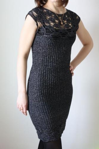 Красивое вязаное платье с ажурной кокеткой и низом