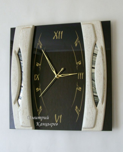 Часы настенные квадратные из черного стекла и белого дерева