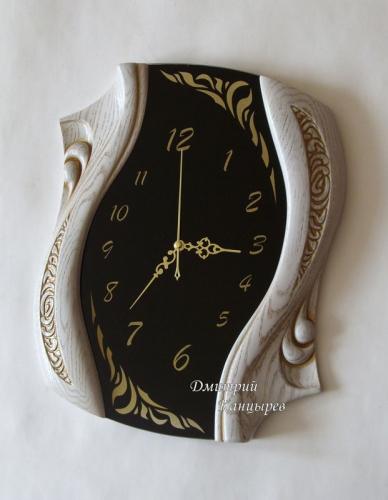 """Настенные часы """"Изгибы времени"""" белое дерево, черное стекло"""