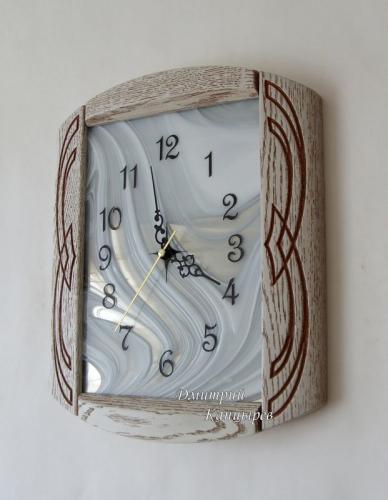 Часы настенные в современном стиле деревянные с витражным стеклом черные