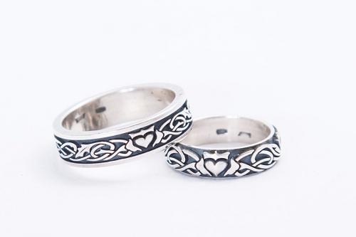 Серебряное кольцо Кладдах с листьями и кельтским орнаментом