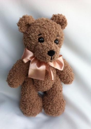 Вязаный кофейный медвежонок