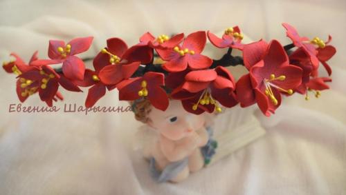 """Венок на голову с цветами ручной работы """"Рубиновые грезы"""""""