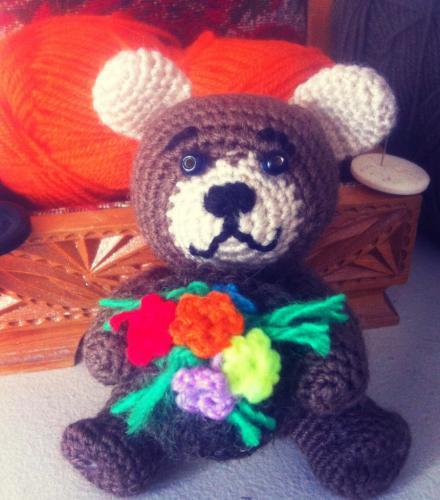 игрушка Мишка с корзиной цветов