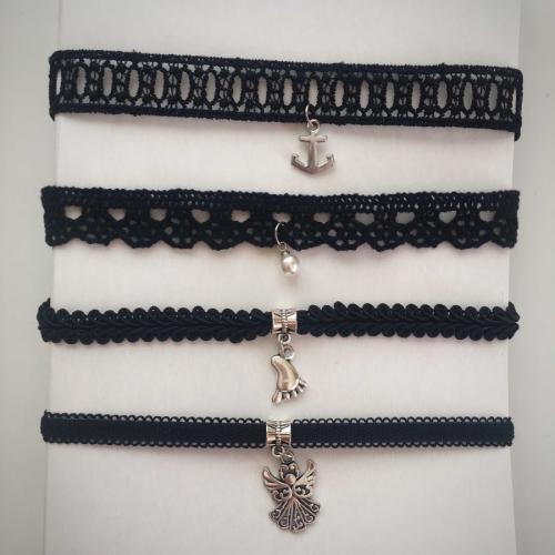 Ожерелье-чокер с подвеской