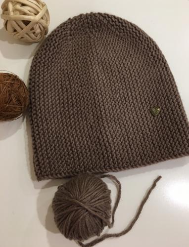 Вязаная шапка бини женская